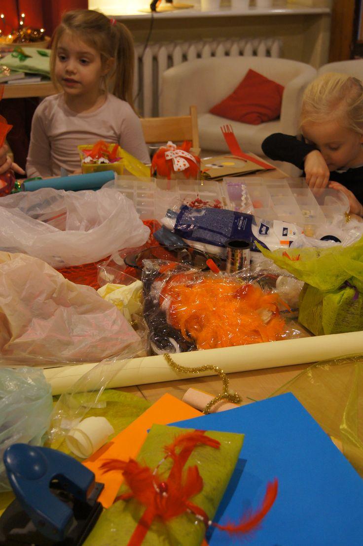 Kreatywne pakowanie prezentów ;) #fun #christmas #presents #library #sopot #biblioteka #bibliotekasopocka #mbpsopot