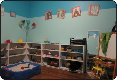 I love this play room! Great therapy space. :)