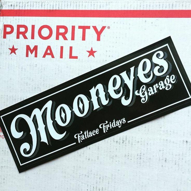 FATLACEに注文したアイテムが届きましたUSPSのピザボックス的な箱がアメリカっぽさ満点です 嬉しいことにMOONEYESのステッカーがオマケで同封されていましたThanks @fatlace !! shop.fatlace.com #fatlacexmooneyes #fatlace #mooneyes #gowithmoon#stickers