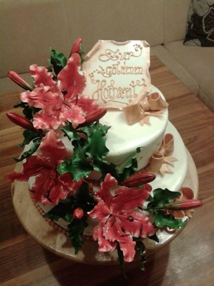 Zur goldenen Hochzeit/Lilie- Zuckerblumen/ Golden wedding cake /Lilie- Gumpasteflower