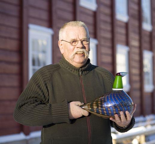 Oiva Toikka (1931), Finnish glass designer.
