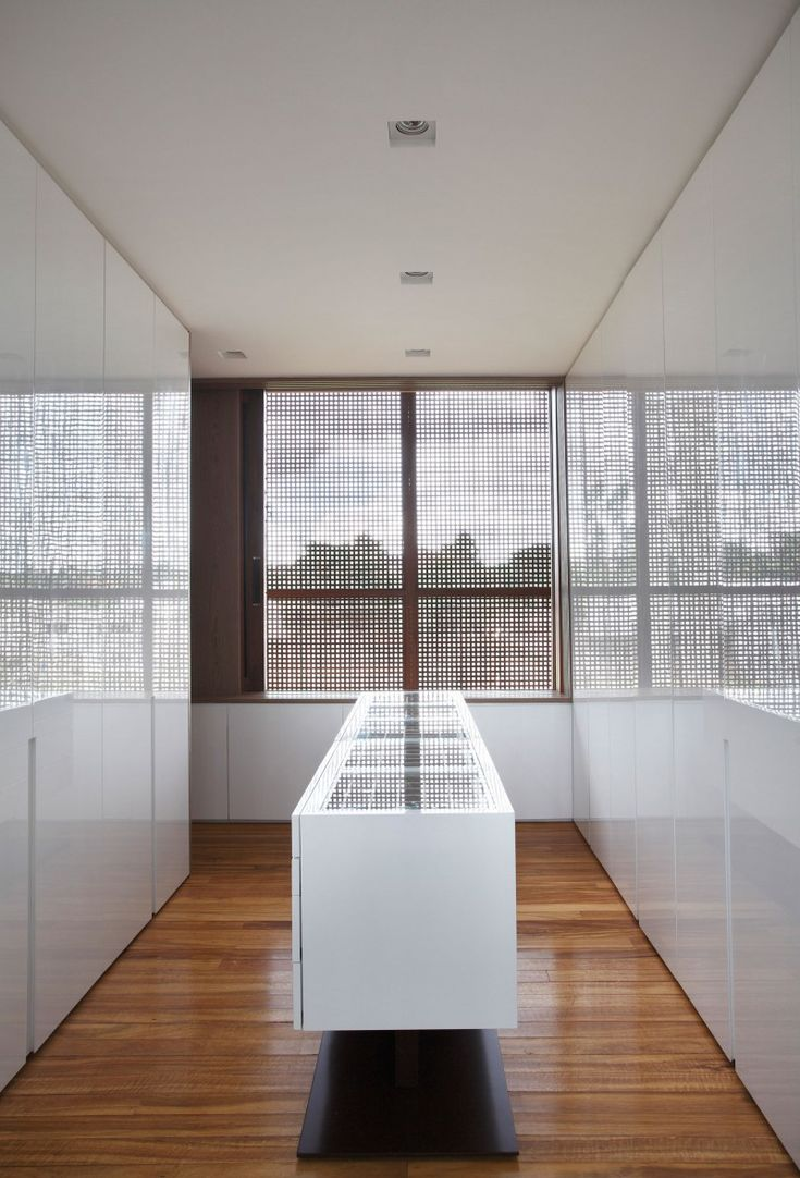 Project all white studio apartment perianth interior design new - Bt House By Studio Guilherme Torres