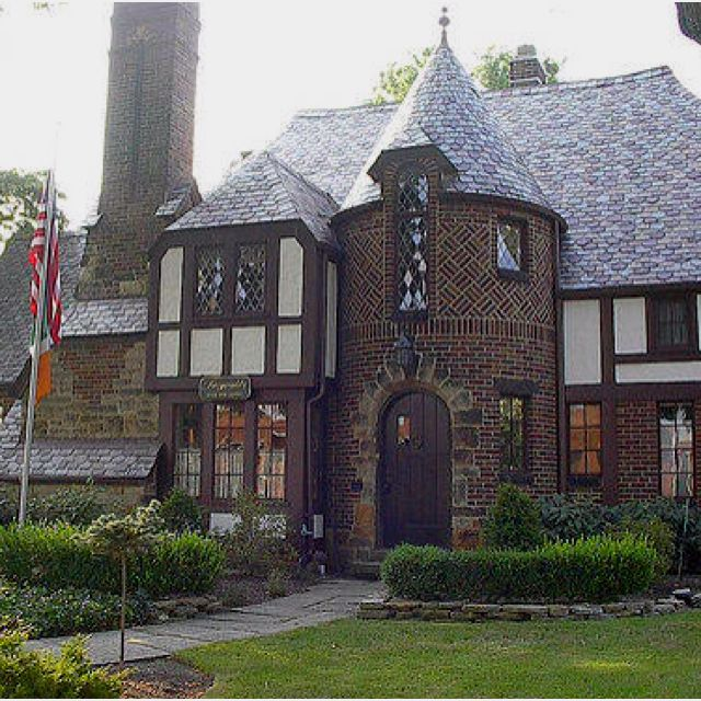 17 best images about tudor style homes on pinterest for Build a castle home