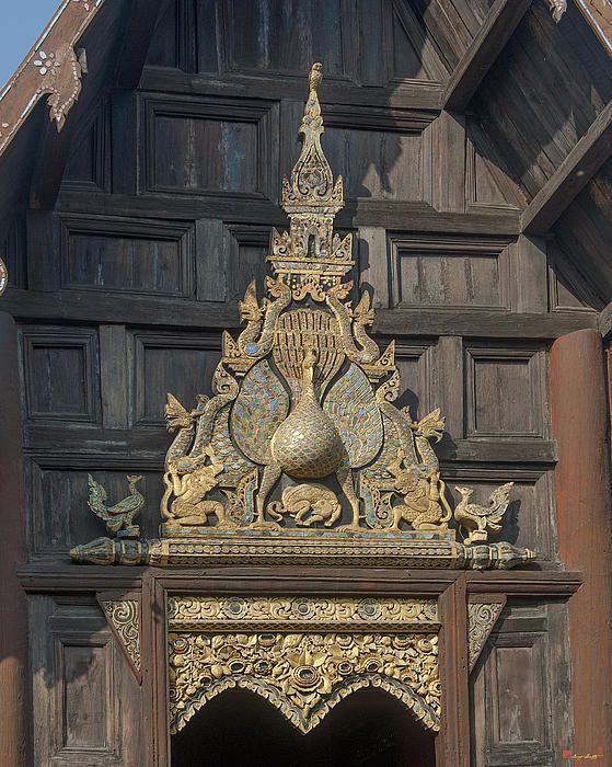 2013 Photograph, Wat Phan Tao Phra Wiharn Gable, Tambon Phra Sing, Mueang Chiang Mai District, Chiang Mai Province, Thailand. © 2013.  ภาพถ่าย ๒๕๕๖ วัดพันเตา หน้าจั่วพระวิหาร ตำบลพระสิงห์ เมืองเชียงใหม่ จังหวัดเชียงใหม่ ประเทศไทย