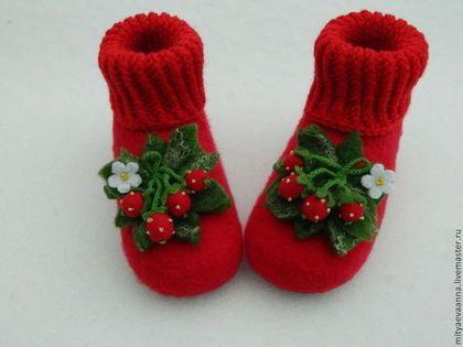"""Валяные тапочки""""Клубника на снегу"""" - ярко-красный,тапочки валяные,тапочки"""