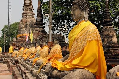 http://www.vietnamitasenmadrid.com/tailandia/ayutthaya-parque-historico-ayutthaya.html Estatuas de buda en la antigua capital de Tailandia Ayutthaya