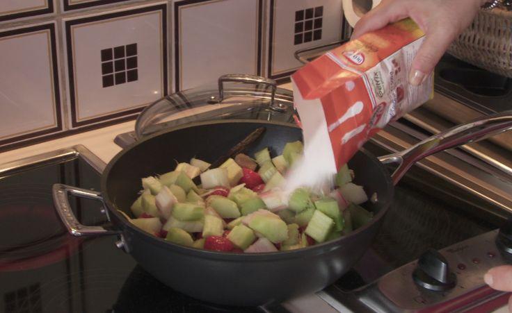 Aardbeien – rabarber compote Recept | Dr. Oetker