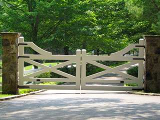 I am looking to replace my gate. I really like the look of this one. http://raybernerectors.com