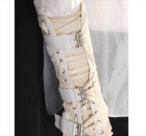 MICHAEL JACKSON WHITE SHIRT AND FOREARM BRACE - APOLLO THEATER PERFORMANCE COSTUME - Julien's Auctions 2009