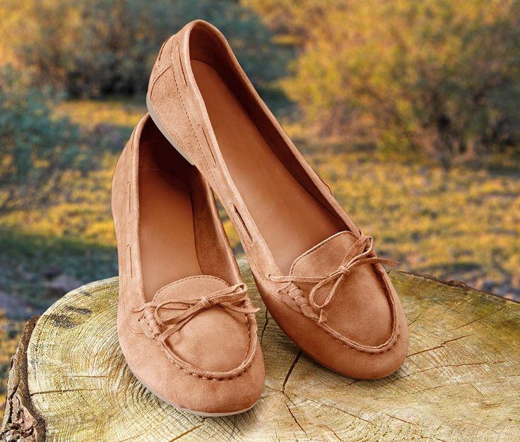 219,95 zł Wysoki komfort noszenia Mokasyny są idealne na lato. Buty wykonane z miękkiej skóry welurowej, z antypoślizgową podeszwą.