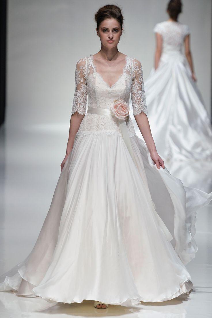 Suknie ślubne 2015, Naomi Neoh wiosna 2015, fot. Imaxtree