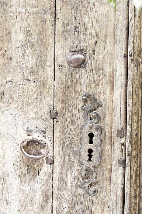 Vieille porte d'époque anciennes serrures... Tout un charme