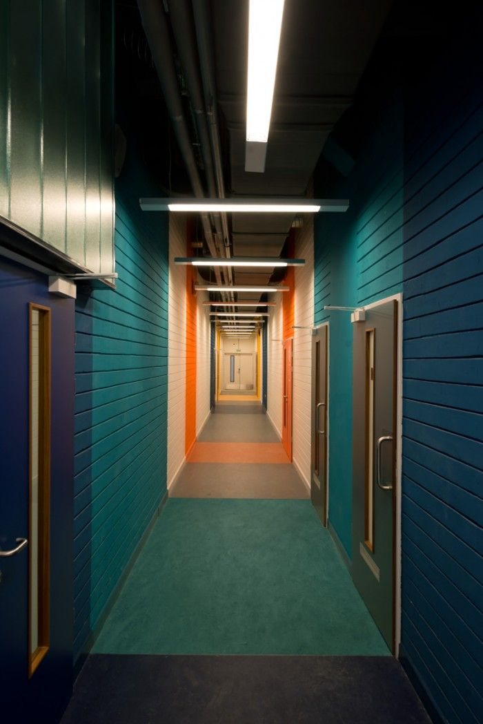 Best 25 corridor design ideas on pinterest for Hotel corridor decor
