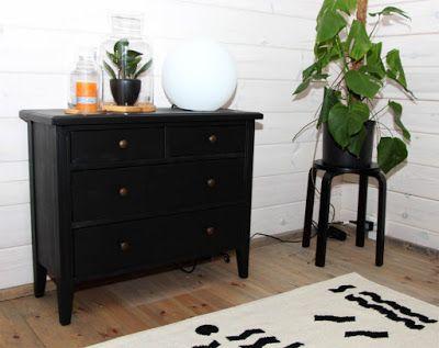 JUVIn musta piironki Habitare 2016 -messuilla. JUVI's black chest of drawers at Habitare2016 furniture fair Katso lisää kuvia messuilta: http://juvi.fi/messut.html
