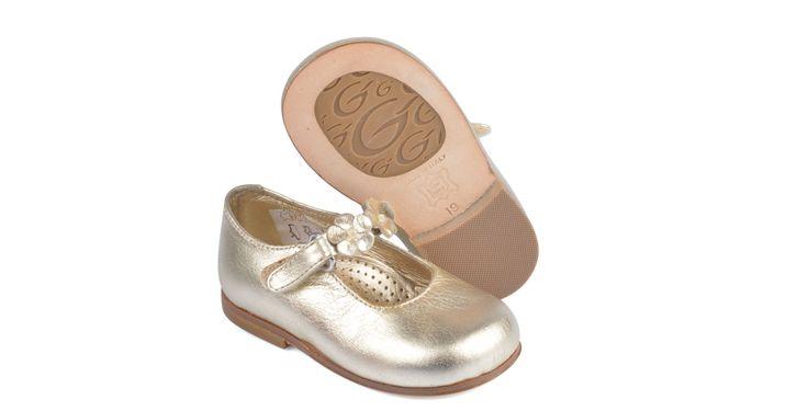 1833/Platino Ballerina laminato platino con applicazione.  #galluccishoes #kids #shoes #ballerine #laminato #babygirl #SS16