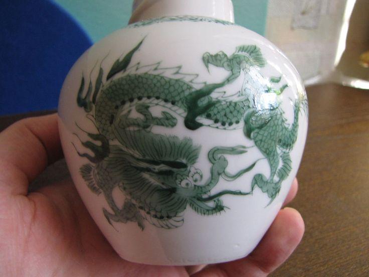 China VINTAGE ceramic Chinese pottery Vase Dragons Dragon White Green w. stamp