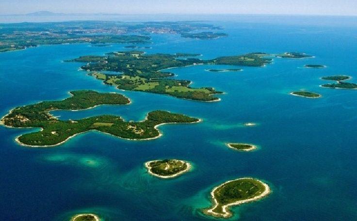 Kepulauan Seribu terus dijadikan idola bagi wisatawan. Kementerian Pariwisata tengah gencar mengembangkan 10 Destinasi Pariwisata Prioritas.