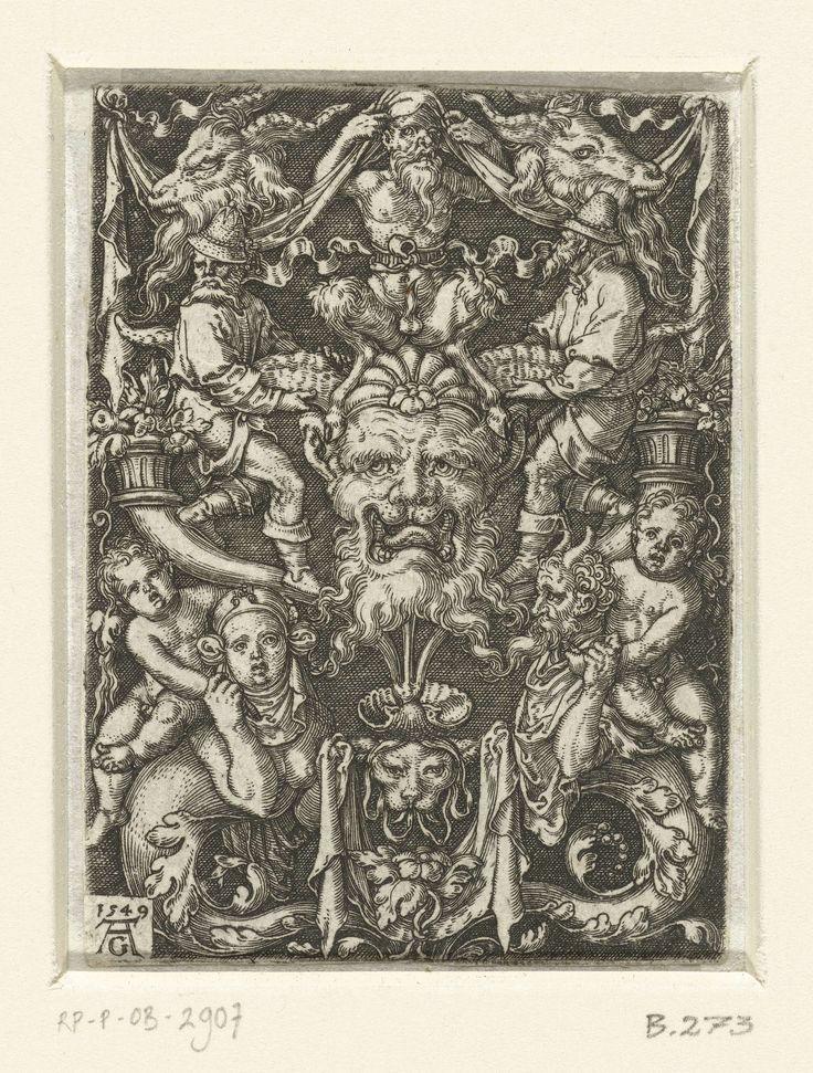 Heinrich Aldegrever | Vlakdecoratie met grotesken, Heinrich Aldegrever, 1549 | Vlakdecoratie met in het midden een masker tussen twee mannen die beide staan op een hoorn. Op het masker zit een gehurkte sater met aan weerszijden een kop van een ram. Onderaan zitten een vrouw en een sater met een onderlichaam van bladranken. Zij hebben elke een kind op hun schouders.