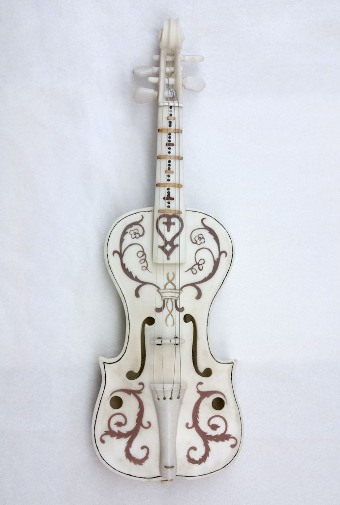Giovan Battista Cassarini Sorgnano (Carrara), 1643 – Carrara, 1700   Violino Marmo bianco di Carrara , cm. 60,5 x 19,5 x 6  Inv. 6943