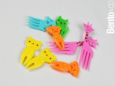 a set of very cute and colorful animal-shaped picks, great for holding food together or for pure decorative fun.