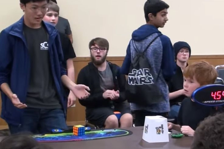 Este chico de establecer un récord mundial por resolver un Cubo de Rubik en 4.59 segundos