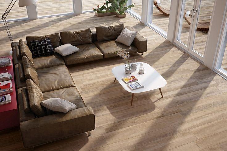 So kann Ihr neuer Wohnzimmer - Traum aussehen. Feinsteinzeug in Holzoptik in der Farbe 'Castagno' von Ceratrends - Ihrem Fliesen-Online-Shop für elegante und zeitlose Fliesen!