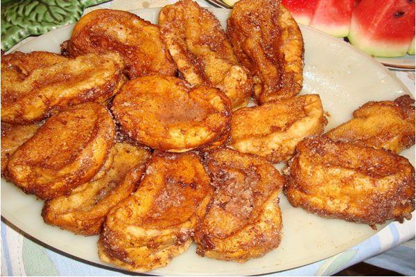 Rabanada de forno Ingredientes 1 pão de rabanada ou 5 pães franceses 500 ml de leite 1 lata de leite condensado 2 ovos batidos açúcar com canela misturados a gosto. Modo de preparo Com uma faca de …