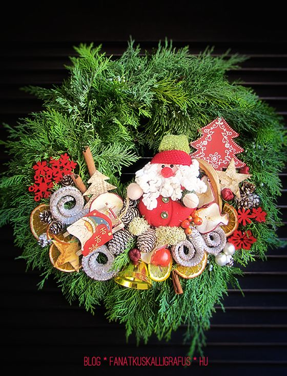Door wreath for Santa Claus made by the professional florist of The Fanatic Calligrapher group.