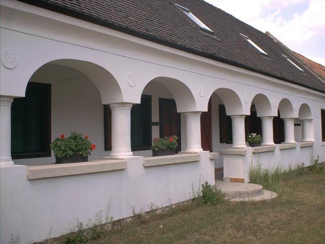 Oszlopos parasztház