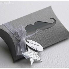 Boîte pour dragées thème moustache gris plume