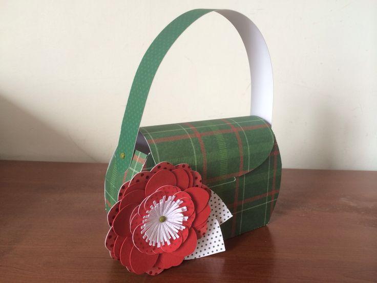 Bolso con aplique de flor, espectacular para regalar a mamá.
