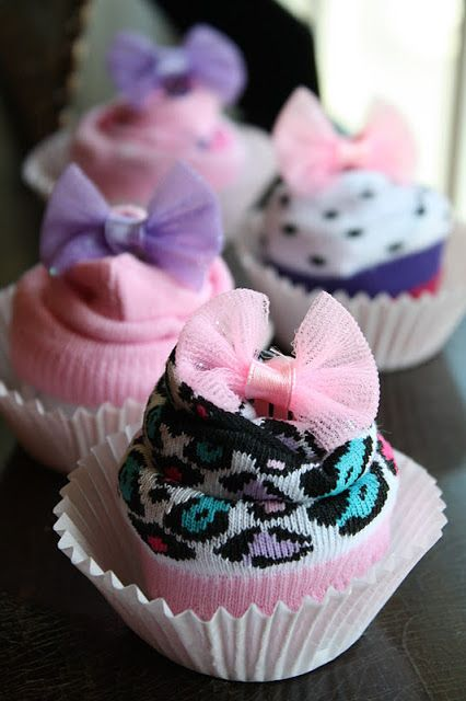 baby shower gifthttp://www.simply-inspiring.com/2011/10/sock-cupcakes.html?m=1