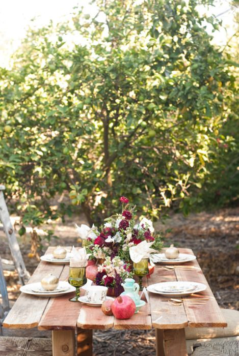 orchard picnicPerfect Summertime, Summer Picnics, Vintage Tables, Summer Parties, Rustic Tables, Dinner Parties, Outdoor Tables, Rustic Wedding,  Flowerpot