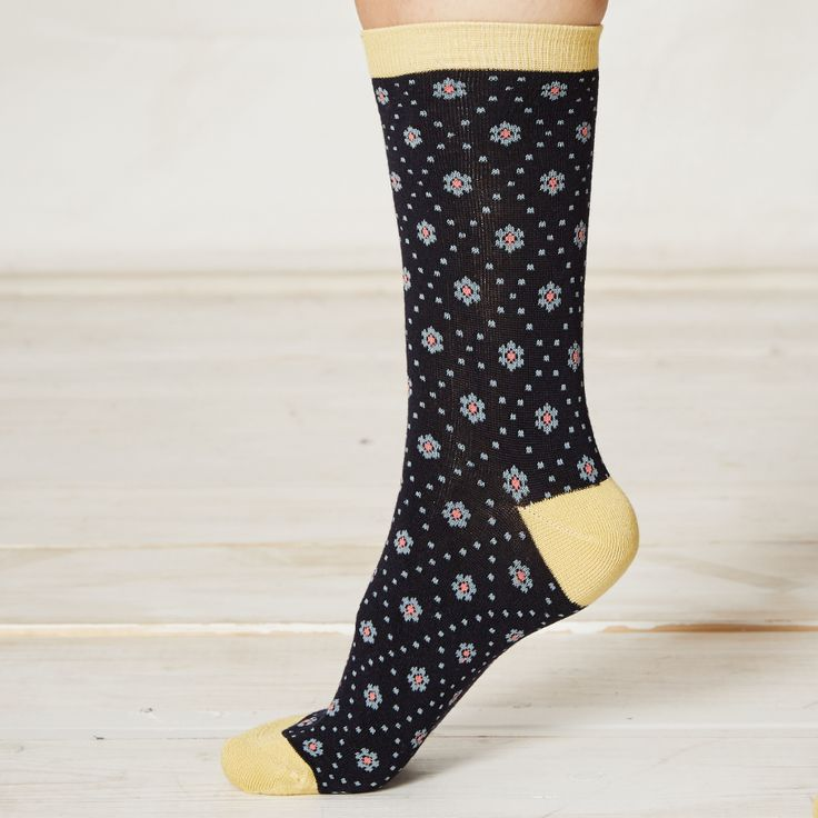 Braintree Diamond Daisy Bamboo Socks - Braintree Thoughtful Clothing - Sustainable bamboo and organic cotton socks with an extra soft feel, featuring a diamond tile pattern and contrasting heels, toes and cuffs. #Organic #Sustainable #EcoFriendly