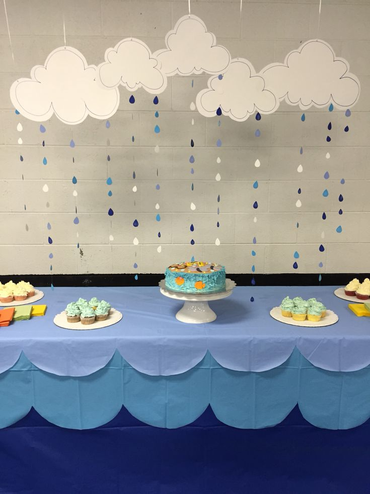 Noah 39 s ark themed baby shower cake table decor been there done that baby shower rain - Decoration baby shower fait maison ...