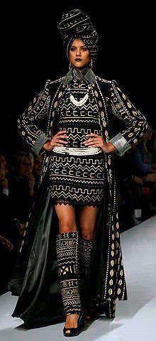 Outra linda criação de alta costura africana em Roma.