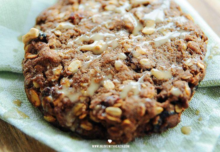 Oatmeal peanutbutter cookies Ingrediënten (5 porties) 150 gram havermout 50 gram ongezouten noten 1 ei 1 el 100% natuurlijke pindakaas 1 el honing 1 tl bakpoeder