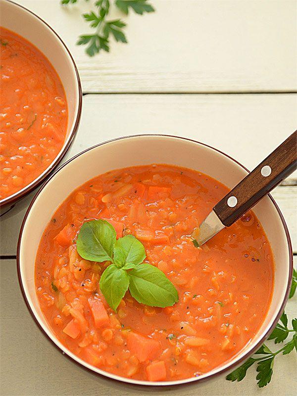 Zupa pomidorowa z soczewicą - gęsta, aromatyczna i bardzo energetyczna - MniamMniam.pl