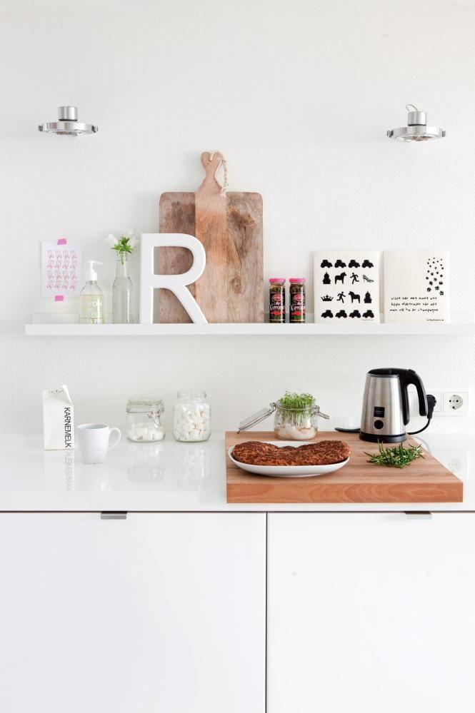 White kitchen with RIBBA ledge | Planete Deco