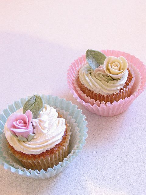 shabby chic cupcakes by kylie lambert (Le Cupcake), via Flickr