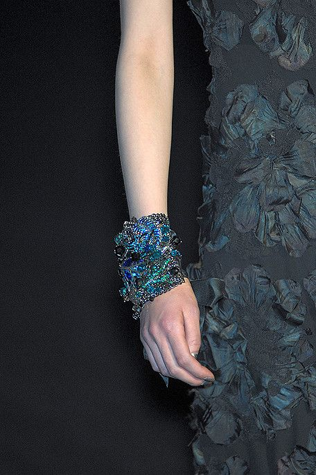 iridescent blacks: Arm Candy, Colors Transitional, Corsets Inspiration, Iridescent Black