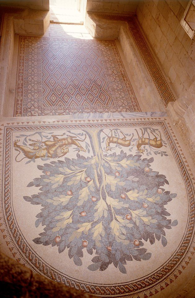 "https://www.facebook.com/pages/Islamska-arhitektura-i-umjetnost/1403357959880645  Entrance in ""Hisham's Palace"" (Khirbat al-Mafjar). Palestine. Build: 724-743. Umayyad Caliphate"