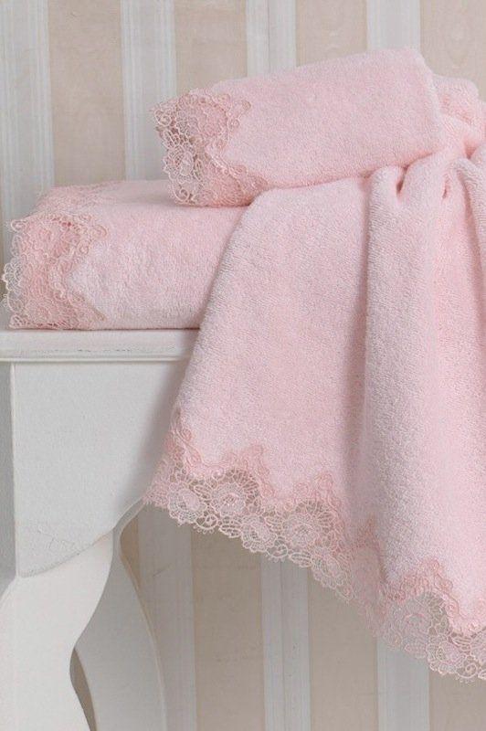 Jemný ručník ANGELIC s efektivní výšivkou.