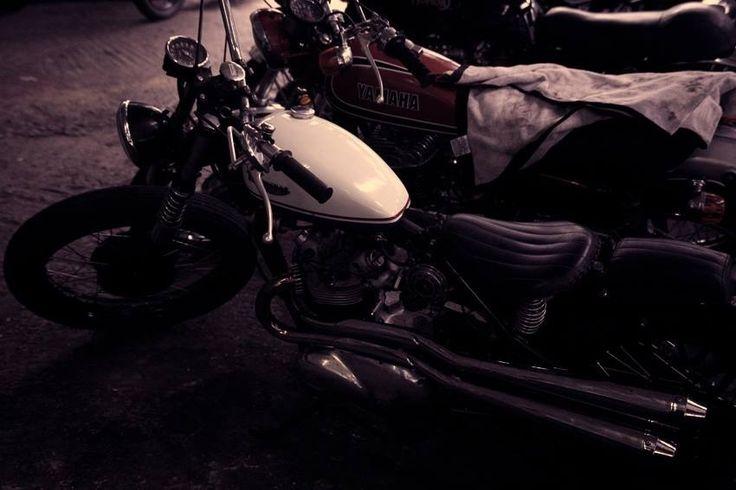 ClassicMotoRestore Bobber // The Alley Cat | Triumph T100