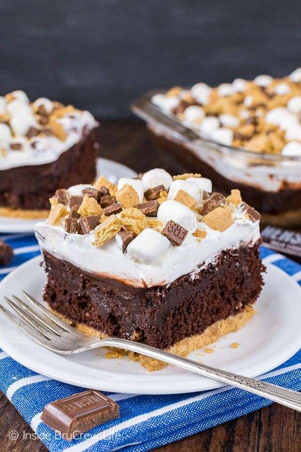 Chocolate S'mores Pudding Cake - layers of marshmallow, chocolate, and graham cracker goodness make this gooey cake a must make summer recipe!