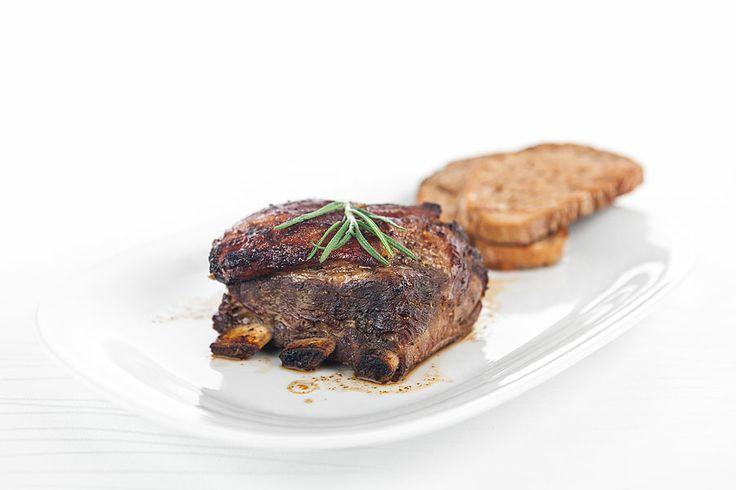 Restaurace Máchovo jezero www.hotelport.cz Každý host si přijde na své. Celoročně si u nás vybere z nabídky moderní gastronomie i tradiční české kuchyně. V letních měsících ochutná zeleninové saláty a osvěží se naším domácím ledovým čajem. V zimě určitě neodolá našim moučníkům a zahřát se může teplým zázvorovým nápojem. Ani milovníci ryb nepřijdou zkrátka.  Jídelní lístek naleznete zde: http://www.hotelport.cz/restaurant/jidelni-listek.html