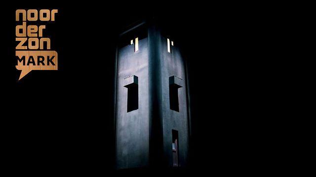 Neem plaats op de kussens in de donkere ruimte, zet je zintuigen op scherp en laat jezelf verdwijnen in het spannende hedendaagse sprookje dat de Belgische theatermaakster Anne-Cécile Vandalem met haar theatrale installatie Michel Dupont wil vertellen.