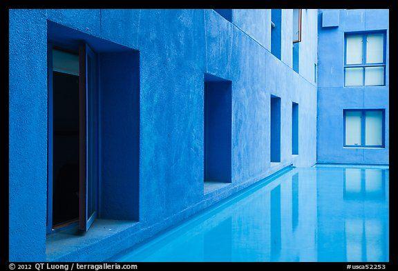 Schwab Residential Center - Stanford University, California, USA | Ricardo Legorreta (México)
