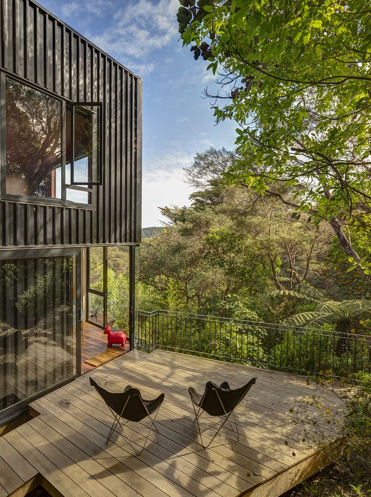 An Unusual Tree House: Striking Blackpool Project in New Zealand