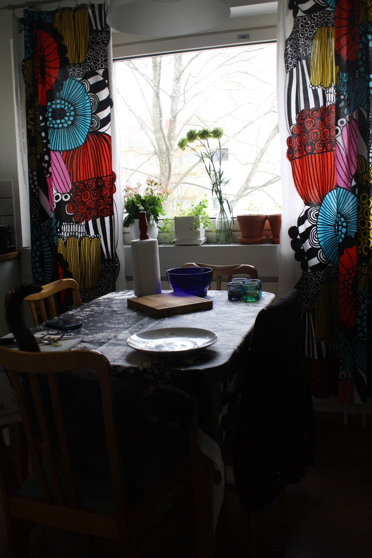 Curtains and tablecloth from Marimekko, table from secondhand store, bowls and candels from Iiittala, and in the very front my cat Rokki (Rock and Roll)